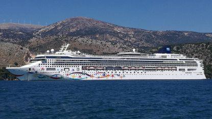 Vrouw valt van cruiseschip en wordt pas tien uur later uit zee gered