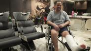 """Kapper (47) tijdelijk in rolstoel: """"Wie wil mij vervangen?"""""""