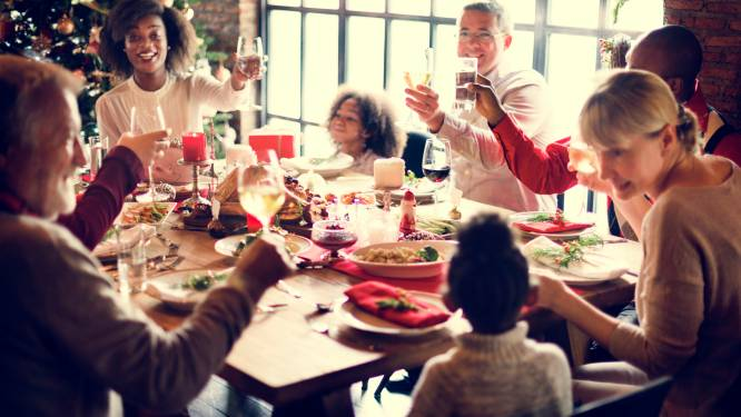 Zo voer je een écht interessant gesprek met je (verre) familie op Kerstmis