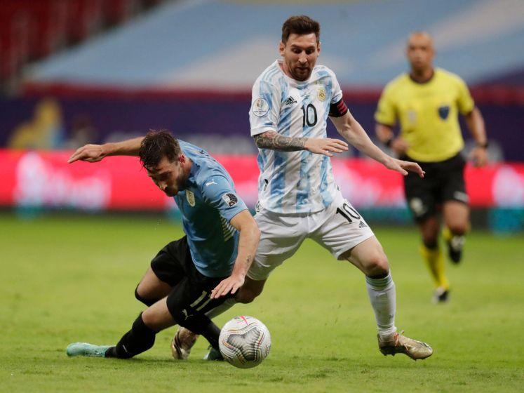 Messi helpt Argentinië met assist aan zege op Uruguay