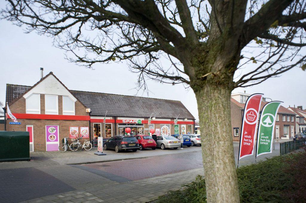 De Spar supermarkt in de Achterstraat in Sint Philipsland