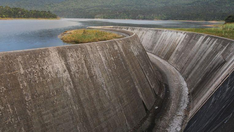 Een uitermate lage waterstand bij de Nihotupu Dam in Nieuw Zeeland Beeld getty