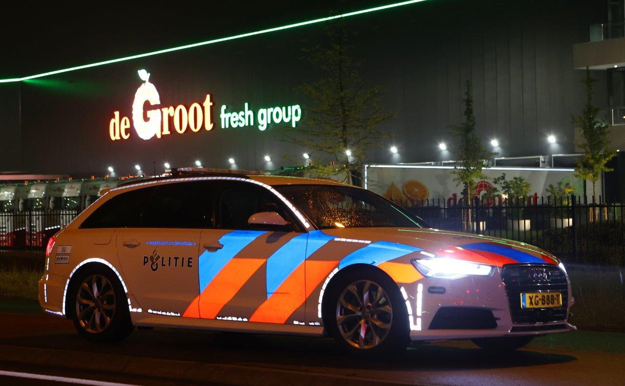 Grote politiecontrole op de snelweg bij afgeperst fruitbedrijf De Groot.