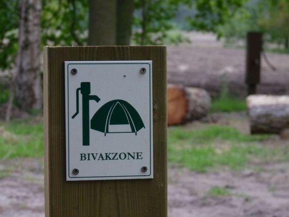 Echt wildkamperen mag niet in ons land, maar je kan wel 'legaal wildkamperen' op een bivakzone