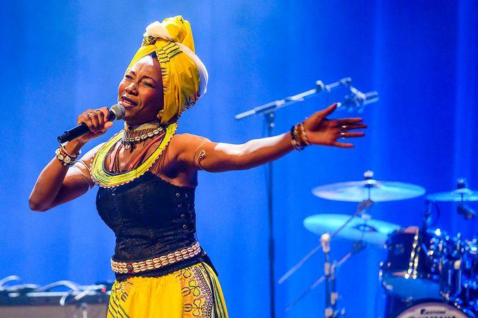 De Malinese zangeres Fatoumata Diawara trad vorig jaar op tijdens Le Guess Who? in Utrecht.