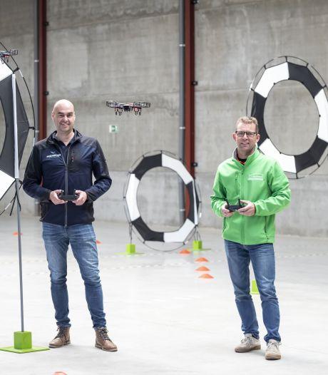 Dronevliegen als sport in Eibergen: Goed voor 'vliegende' teamspirit