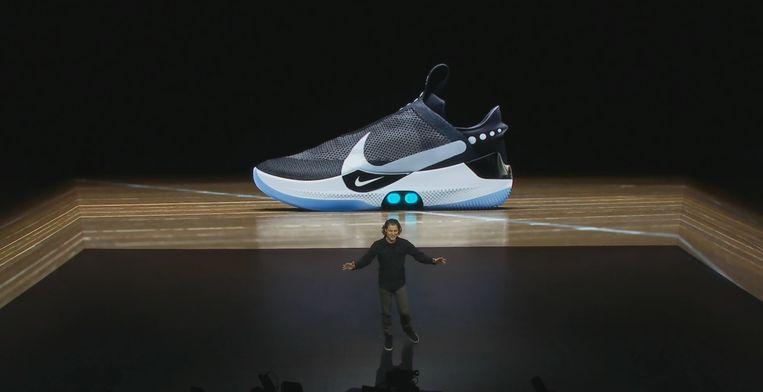 761fa77a15d Nooit meer je veters knopen? Nike onthult 'zelfstrikkende ...
