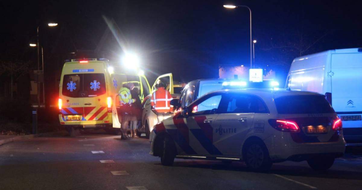 Brommerrijder gewond naar ziekenhuis bij botsing in Rijssen.