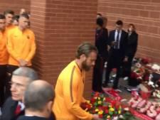 De Rossi legt bloemen voor Hillsborough-slachtoffers