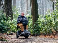 Ineens is Cees Schilders gebruiker van 'zijn' rolstoelpad in Hilvarenbeek. 'De enige plek waar ik zelf de bossen in kan'