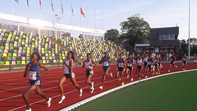De vrouwen tijdens de 10.000 meter van de Ethiopian Trials in Hengelo.