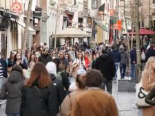 Nijmegenaren massaal naar buiten; aan het eind van de middag druk in de stad