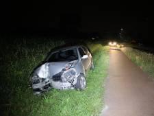 Automobilist rijdt lantaarnpaal uit de grond in Kaatsheuvel en verdwijnt