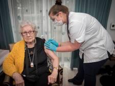 Spuit brengt hoop terug in verpleeghuizen: 'Nu hopelijk snel mijn kleinkinderen weer zien'