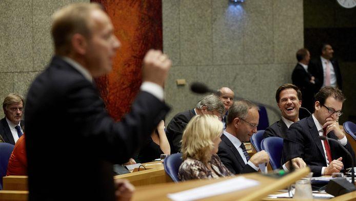 De leden van het kabinet lachen om SGP-fractievoorzitter Kees van der Staaij tijdens de Algemene Politieke Beschouwingen in de Tweede Kamer