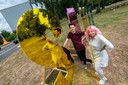 Dana Dijkgraaf en Eric Steman hebben een kunstwerk gemaakt langs de Nijmeegseweg, In het kader van Ruimtekoers.