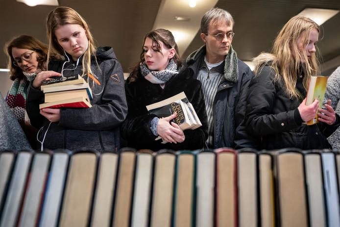 In de Brabanthallen is vrijdagavond de 46ste editie van de boekenbeurs van start gegaan.