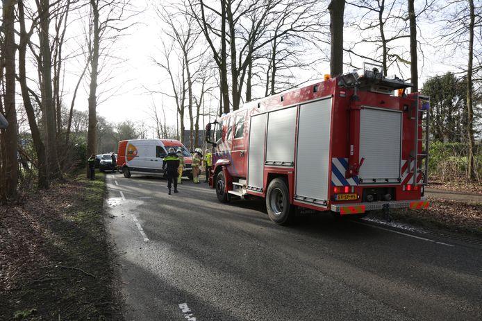 Bij een ongeval op de Spanjaardsdijk bij Heeten is een automobilist met spoed naar het ziekenhuis gebracht.
