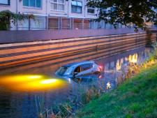 Man redt buurman die met auto in water belandt in Amersfoort