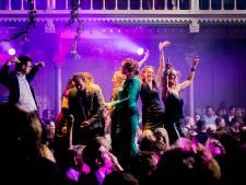 75 jaar Boekenbal: dansende schrijvers, dronken dichters en rondsjokkende BN'ers