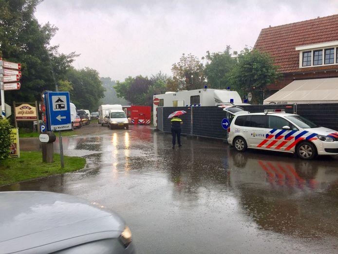 Spoerneonderzoek van de politie, daags na de fatale steekpartij in Reutum zomer 2017.