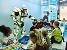 Leerlingen Mgr. Bekkersschool kunnen voortaan robots maken in hun eigen lab