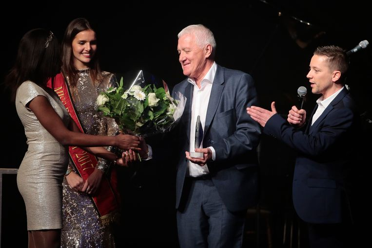 KNOKKE, BELGIUM - DECEMBER 06 : Romanie Schotte handing over the award for coach of the year at Patrick Lefevere pictured during the 26th Kristallen Fiets awards 2017 at the Grand Casino Knokke on December 06, 2017 in Knokke, Belgium, 6/12/17 ( Photo by Jan De Meuleneir / Photonews