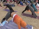 Wereldrecord yoga op het strand wordt gevestigd