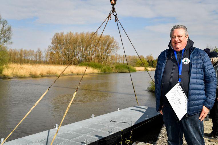 Jacques Danys is tevreden met de plaatsing van de nieuwe pontons.