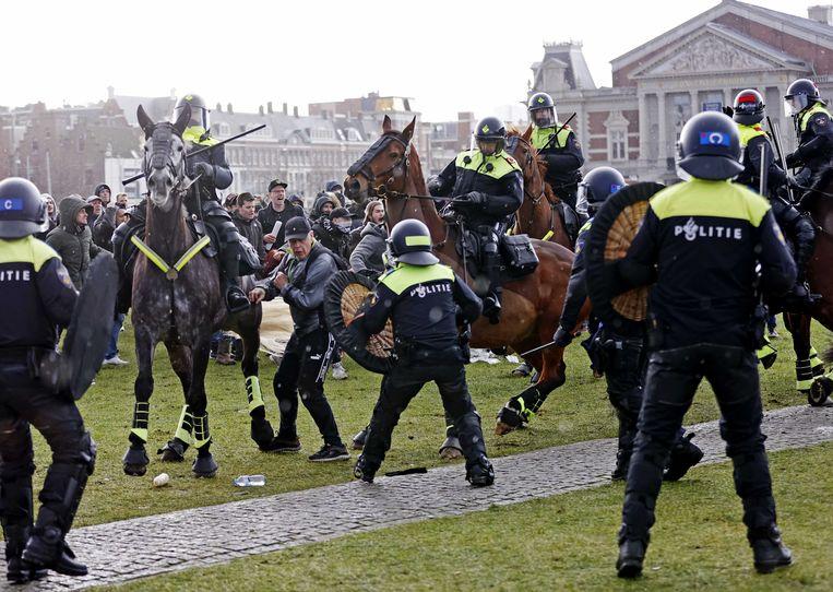 Demonstranten op het Museumplein in Amsterdam. Beeld ANP