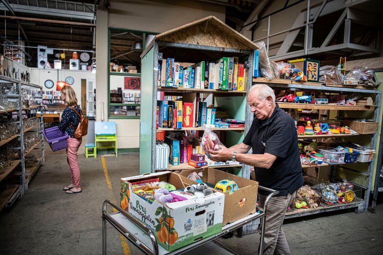 Kringloopwinkel in oude Zwitsalfabriek in Apeldoorn. Beeld Koen Verheijden