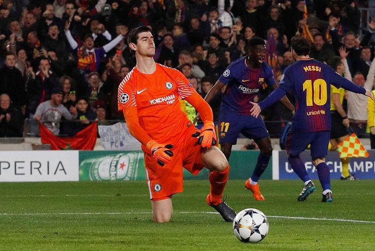 Courtois baalt na de treffer van Dembélé in Camp Nou. Beeld Photo News