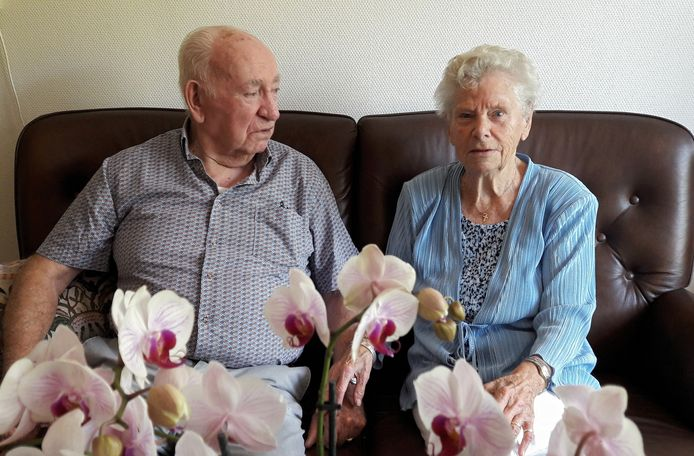 Henk Heideman en Ria Heideman-Veld. Gisteren waren ze zestig jaar getrouwd.