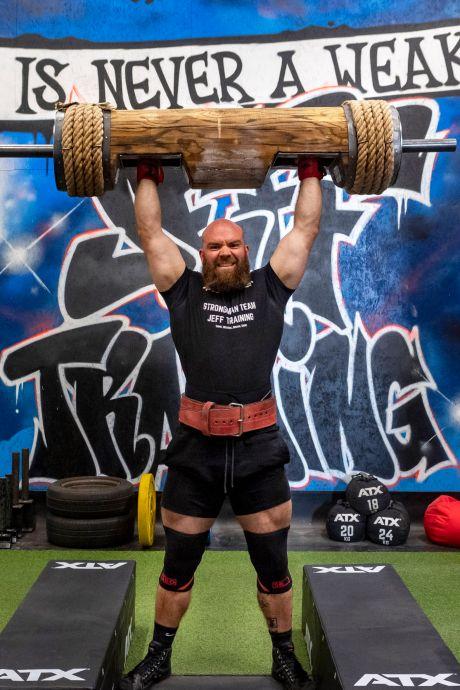 Jeffrey (31) is de Hulk van Roosendaal: 'Ik eet 4.000 kilocalorieën per dag'