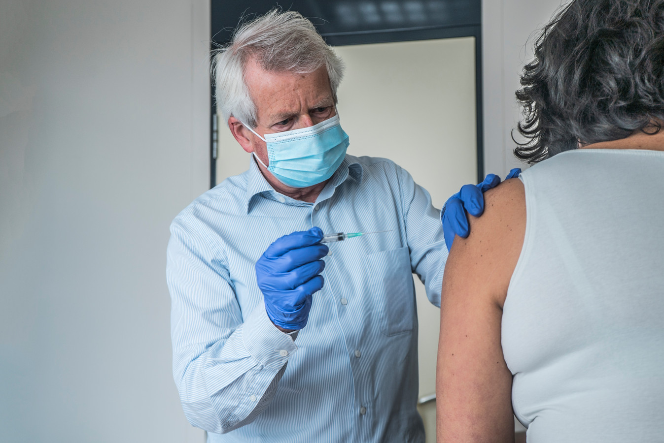 Huisarts Hans Luyendijk begint morgen met vaccinaties