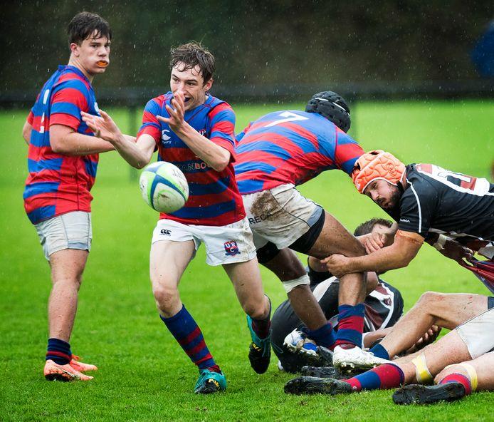 De rugbyers van URC uit Utrecht in actie.
