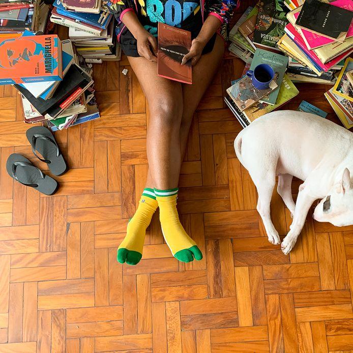 Havainas sort des chaussettes adaptées à ses tongs.