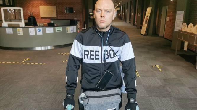 """Met m'n kinderen buitenspelen lukt niet meer"": Ferdi (39) loopt al 3 jaar op krukken na arbeidsongeval op werf van Oostends politiekantoor"