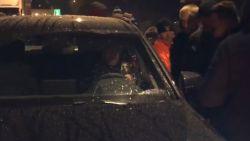 Exclusieve beelden: auto Hein wordt tegengehouden door boze fans op Neerpede