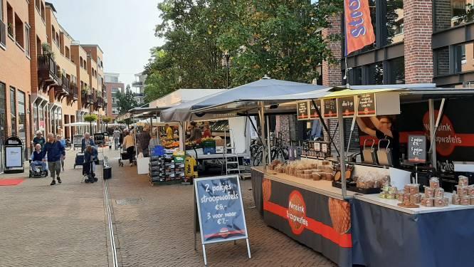 Marktkooplieden in Nijverdal overvallen door geplande verhuizing: 'Wij willen op Markt blijven staan'
