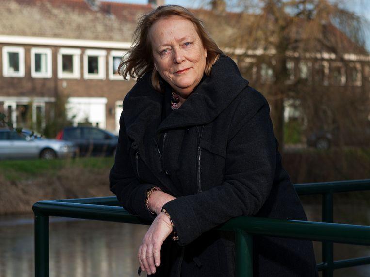 Eindredactrice van de scheurkalender Linda Polman. 'Er zitten veel teksten tussen, maar ook tekeningen of cartoons.' Beeld Martijn Gijsbertsen