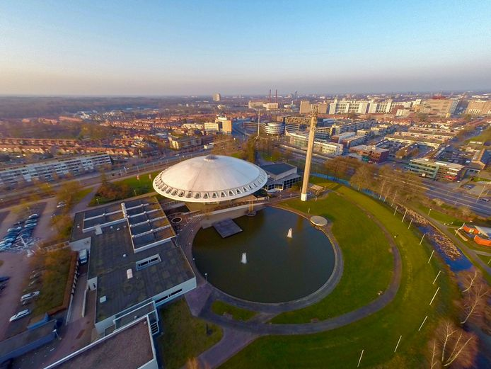 Ook het Evoluon is in beeld als locatie voor een Eindhovens congrescentrum.