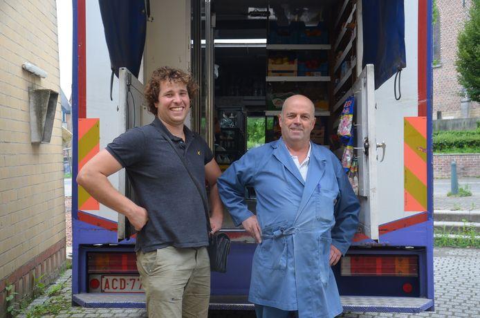 Melkboer Eric De Vos (61) uit Denderwindeke gaat met pensioen, maar begeleidt zijn opvolger Ruben Heremans (28) uit Herfelingen nog tot september.