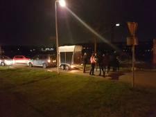 Paarden met schrik vrij na val in trailer in Hengelo