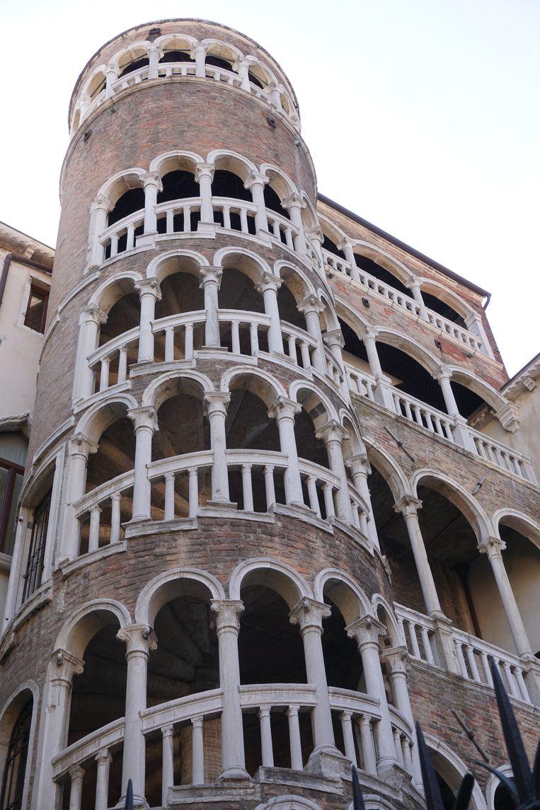 De spiraalvormige trap van de Scala Contarini del Bovolo was een pronkstuk voor de familie. Beeld Jef Mertens/The Venice Insider