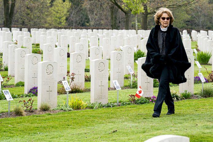 Prinses Margriet op de Canadese Begraafplaats in Groesbeek.