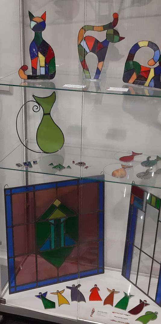 Een deel van de expositie van Plony de Vette in het Kapelse gemeentehuis.