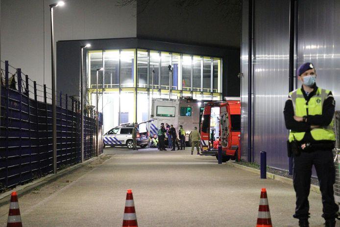 Bij Defensie aan de Europalaan werd een verdacht pakketje aangetroffen