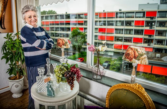 Wijlen Corrie van Gorp in haar woning in Rotterdam Zuid.