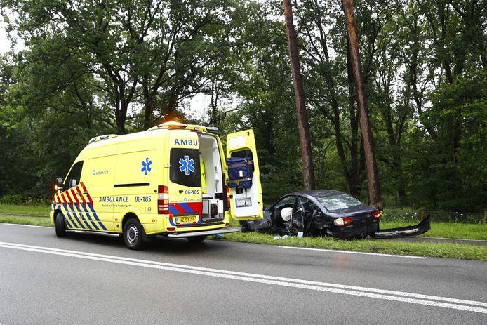 Op de Eperweg (N795) tussen Nunspeet en Epe zijn twee auto's tegen elkaar gebotst.